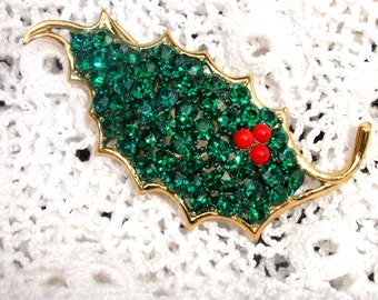 Christmas Sparkly Green Rhinestone Holly Leaf Pin Brooch w RED Berries Xmas