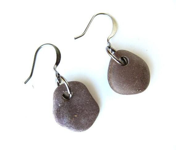 Beach stone earrings - natural jewelry - Deep Burgundy and Gunmetal Pebble Earrings - 002