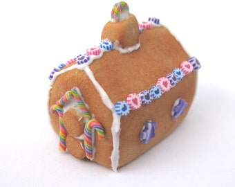 Dollhouse Miniature Food Gingerbread House in 12th Scale