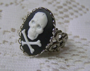 PIRATE Skull & Crossbones Ring, Skull Ring, Pirate Cross, Adjustable Ring, Silver Rococo, Large Skull Cameo Ring, Halloween, Cosplay