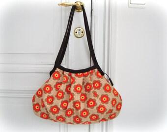 SALE...Shoulder Bag - DAISIES - Zipper Closure