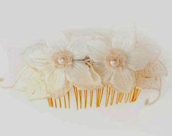White Flower Comb, bridal hair accessory, cream flower comb, bridal comb, wedding hair comb, flowers for hair