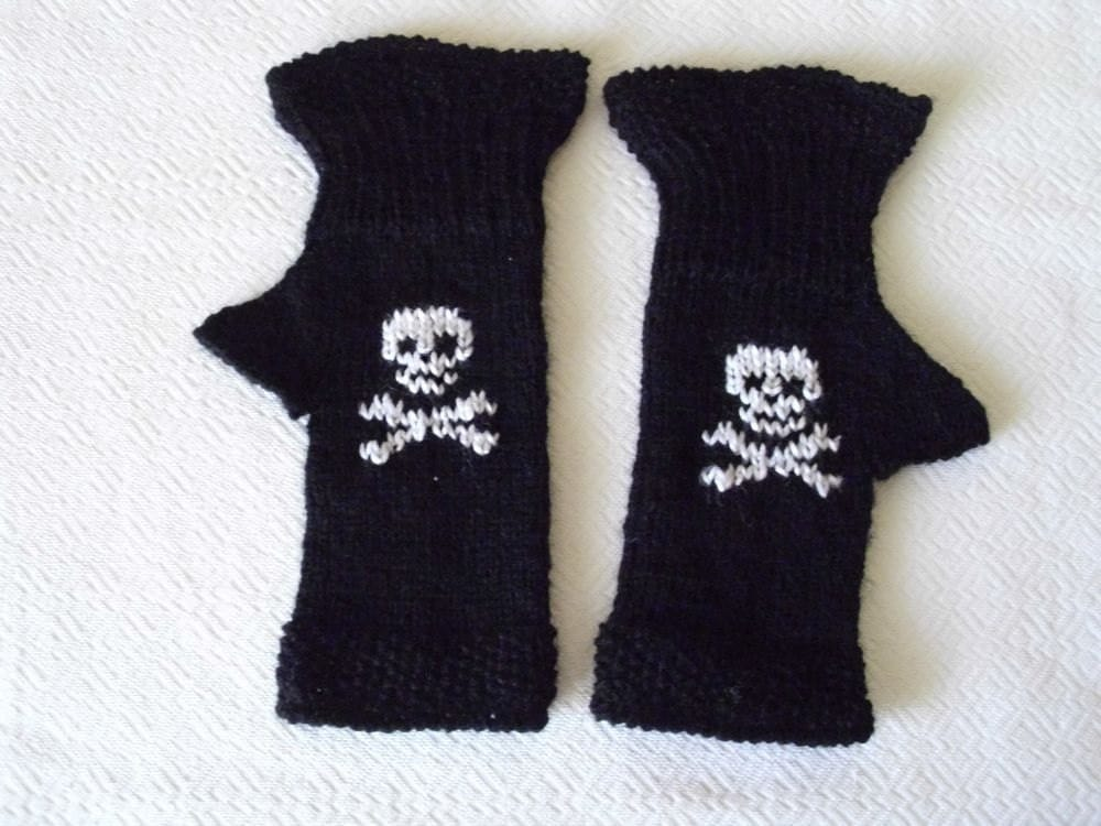 GOTHIC Halloween Fingerless gloves Skull and Crossbones