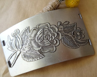 Etched Flower and Berry Metal Vintage Jewelry Destash Finding. Connector. Aluminum.  Right3