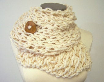 Cream Chunky Knit Button Scarf , Big Knit Button Scarf, Ecru Chunky Knit Scarf Button, Button Scarf in Cream Ecru, Winter Fashion Trends