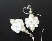 White Flower Earrings, Lampwork Earrings, Glass Earrings, Pearl Earrings, Glass Earrings, Bridal Earrings, Beadwork Earrings