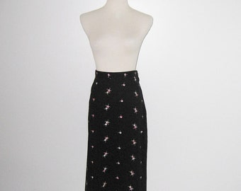 Vintage 1950s Skirt / 50s Black Floral Skirt / 50s Black Skirt With Pink Embroidered Flowers - M