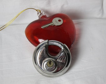 Vintage Round Lock and Key Padlock Stainless Steel USA works well