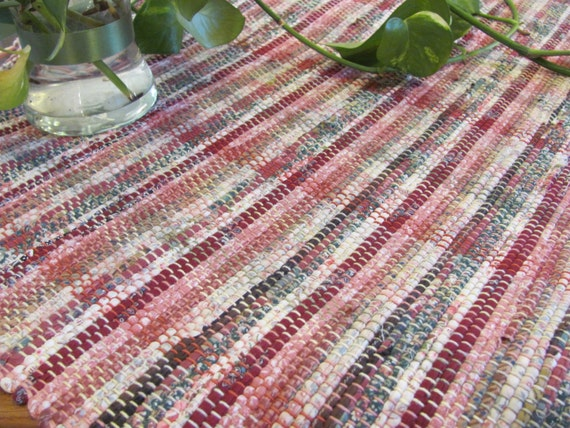 Rustic Log Cabin Country Farmhouse Decor Rustic Table Cover, Primitive Home Decor Tablecloth, Cranberry Red Rag Woven Wall Hanging Floor Rug