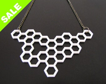 White HONEYCOMB NECKLACE