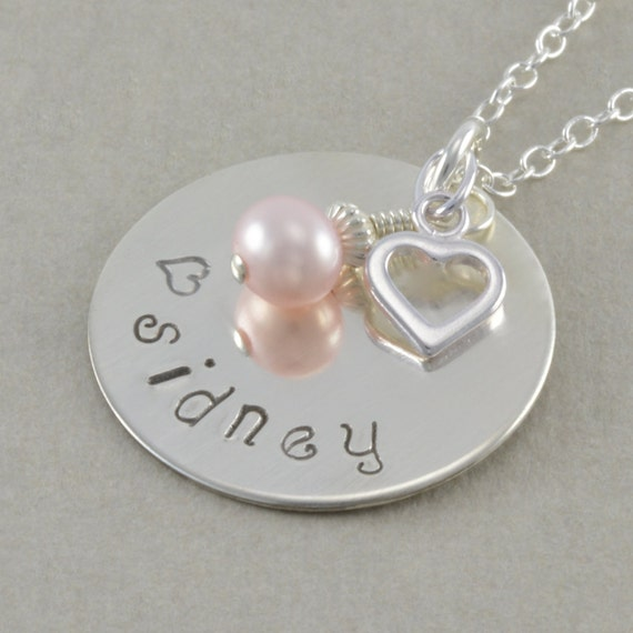 childs name necklace sted by