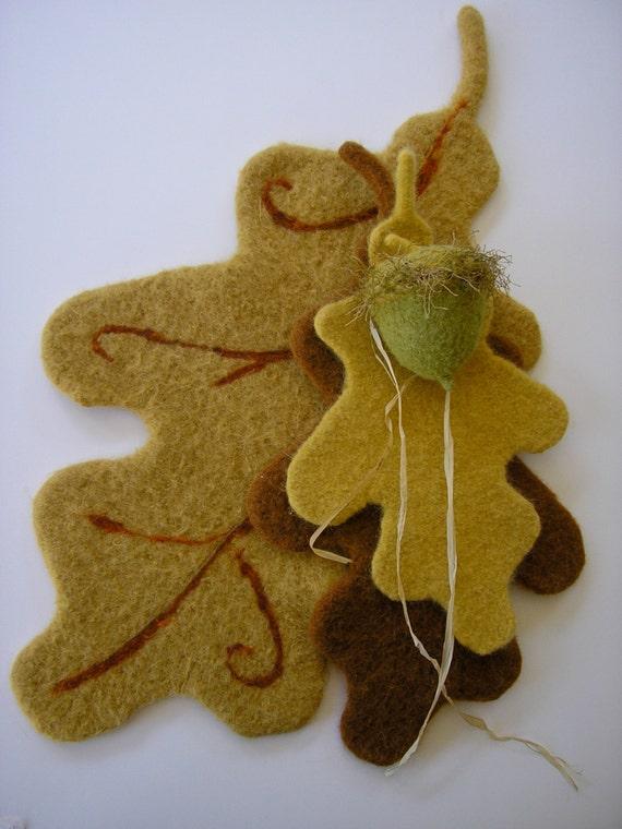 Acorn Leaf Knitting Pattern : PATTERN-BOOKLET. A Knit & Felt Wool Acorn and Oak Leaf ...