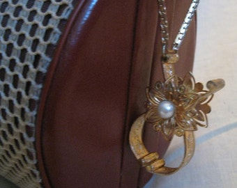 Vintage Goldtone Filgree Faux Pearl GLOVE CLIP Holder Chic 1950s Purse Accessory Must Have