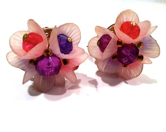W. GERMANY  Pink Purple Magenta Gorgeous Unique Beaded Cluster 1940s Clip Earrings Jewelry artedellamoda marked hallmarked signed stamped