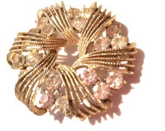 CORO Glamorous Wreath Floral Golden Sparkling Diamond Rhinestones Designer Authentic 50s Vintage Jewelry collectible artedellamoda