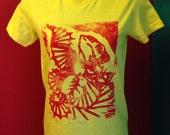 FIDDLE FISH Tshirt Linoleum Print on Women's Small American Apparel
