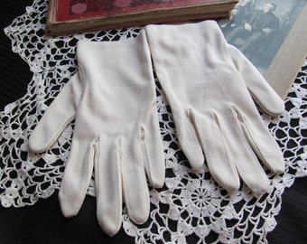 Vintage Ivory Ladies Wrist Gloves - Wear Right Germany