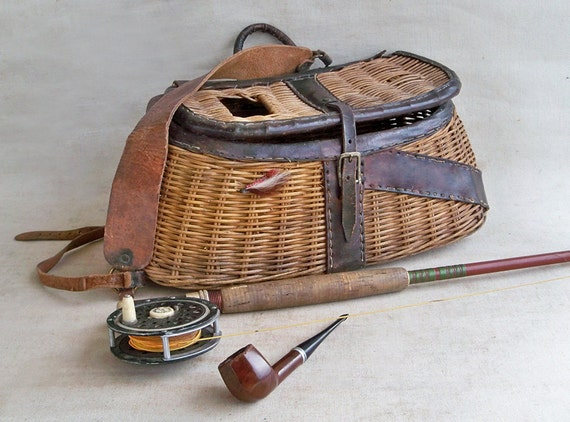Vintage wicker fishing creel with leather trim nicely for Fly fishing creel
