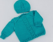 Horseshoe Pullover and Hat Set.