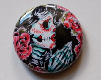 1 inch Pin Back Button - Dia De Los Muertos - Day of the Dead Sugar Skull Girl Praying HandsTattoo Flash Artwork on a One Inch Badge
