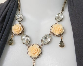 CREAM Rose Cabochon and Clear Glass Necklace,Vintage Style.Bridal Jewelry.