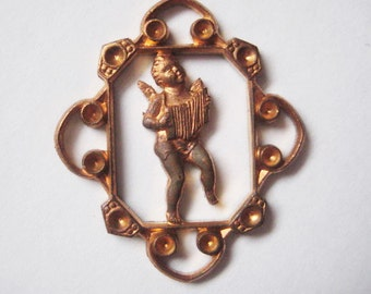 Vintage French Art Deco Angel Cherub Playing Accordion, Heavy Struck French Brass Finding, Drop, Pendant, Decorative Arts, 34mmx29mm, 1 Pc