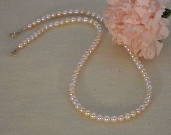Swarovski Crystal Pearl Necklace of Pale Colors   FREE SHIPPING