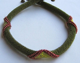 Bead Crochet Necklace Pattern: Olivine Angular Bead Crochet Choker Pattern