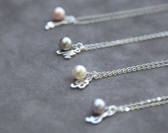 Bridesmaid Gift Set of 4, Bridesmaid Personalized Necklace, Initial Pearl Necklace, Pearl Bridesmaid Jewelry, Bridesmaid Initial Necklace