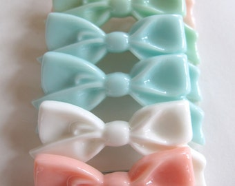 Bow Pins for your Kitty Sweater by Pretty Snake