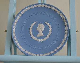 Vintage Wedgwood plate - Silver Jubilee Coranation 1958-1977 - White on blue background - Jasperware
