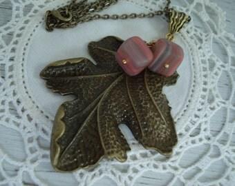 Vintage Sandstone Glass Antiqued Gold Leaf Leaves Autumn Pendant Necklace Southwest Woodland