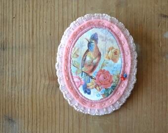 victorian pink felt brooch with bird - bird lover gift brooch pin - pastel pink felt brooch pin - pink lightweight brooch - gift for her