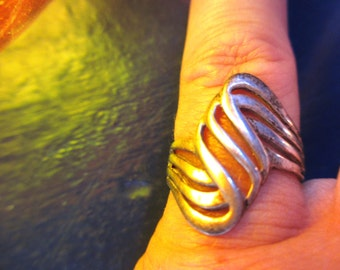 70s Vintage Mod Wave Sterling Ring 7 hallmarked tarnished