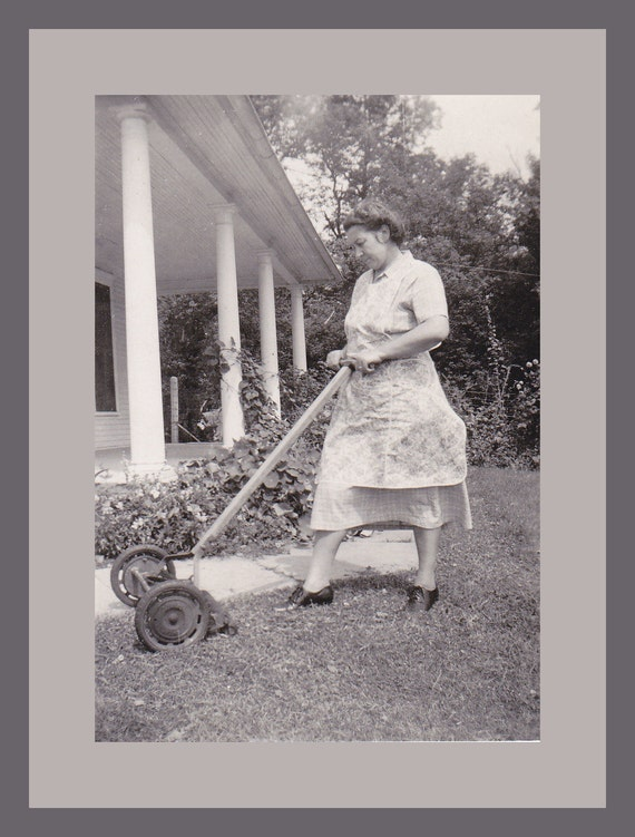 old fashioned yard work push lawn mower 1940s by ephemeraobscura. Black Bedroom Furniture Sets. Home Design Ideas