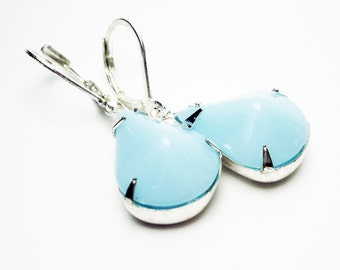 VINTAGE LIGHT BLUE Pear Glass Jewel Earrings