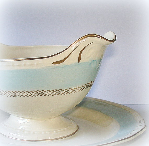 Vintage Homer Laughlin Gravy Boat.  Attached Plate.  Georgian Pattern, Eggshell & Pastel Blue