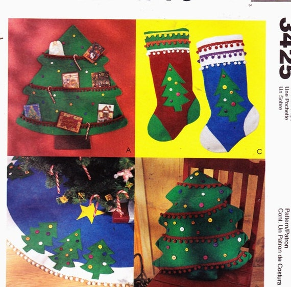 McCalls 3425 Christmas Tree Card Holdern, Stockings, Pillow and Tree Skirt Christmas Decorations. Uncut- 3