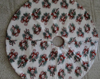 Candy Canes and Wreaths Tree Skirt (large)