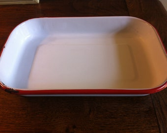 Red and white enamel ware roasting pan casserole