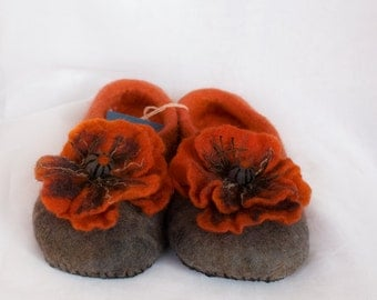 Felted  slippers /Poppies/wool slippers