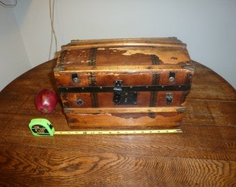 Vintage Minature Humpback Trunk, Salesman Sample/Doll Victorian Era.