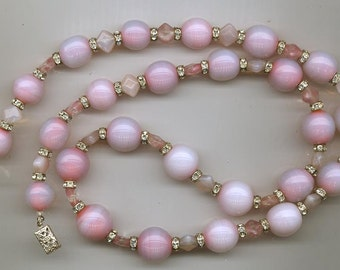 Gorgeous and rare vintage lampwork glass necklace - pink-swirled opalescent beads - 26 inches long