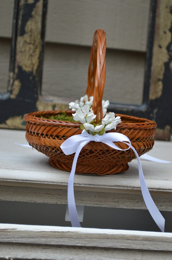 Flower Girl Basket Moss : Flower girl basket lined with moss