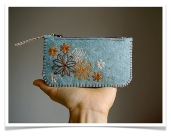 Felt Coin Purse Wallet ø Small Make Up Bag ø Hand Embroidered ø Secret Garden ø LoftFullOfGoodies