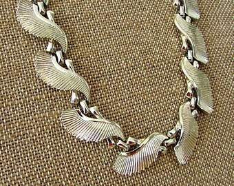 vintage 50s silver tone textured ribbed fan leaf choker necklace with extender lucy rockabilly mad men