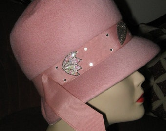 VINTAGE DUSTY PINK Cloche Style Mod Flapper 1960's Hat