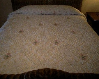 SALE - Pretty WHITE with  a Variety of Needletuft Designs and Floral Bouquets Vintage Chenille Bedspread - Free Shipping