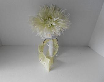 Daisy Toss Bouquet Alternative Bouquet