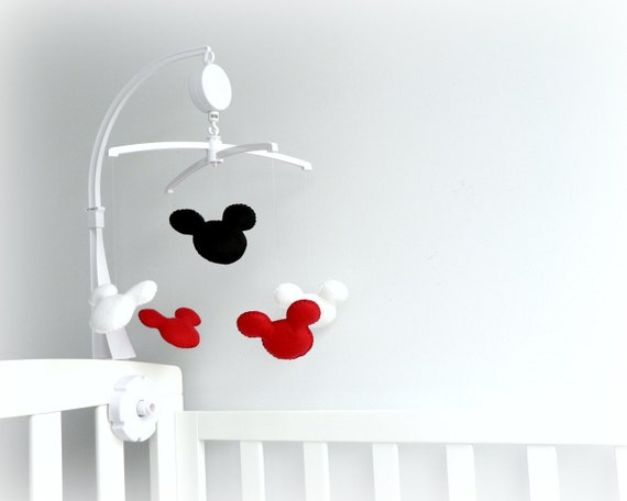 Complete your Mickey Mouse nursery with the Disney Mickey Mouse Ceiling Mobile. Featuring Mickey's iconic face, this playful mobile spins sweetly between navy and grey stars and will add a magical touch to your baby's sleep space.